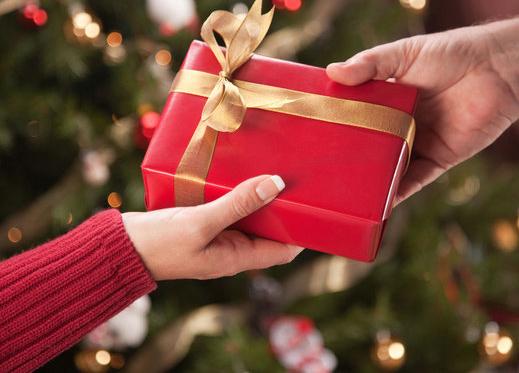 Что передать друзьям в подарок